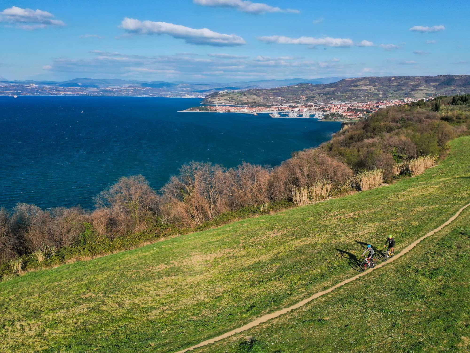 V slovensko Istro po skrivnostne gomolje