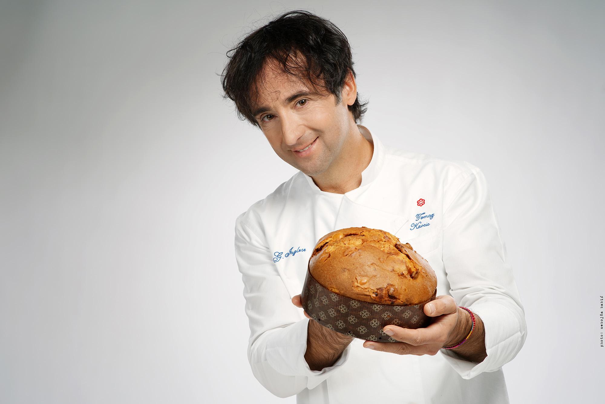 Tomaž drži panettone