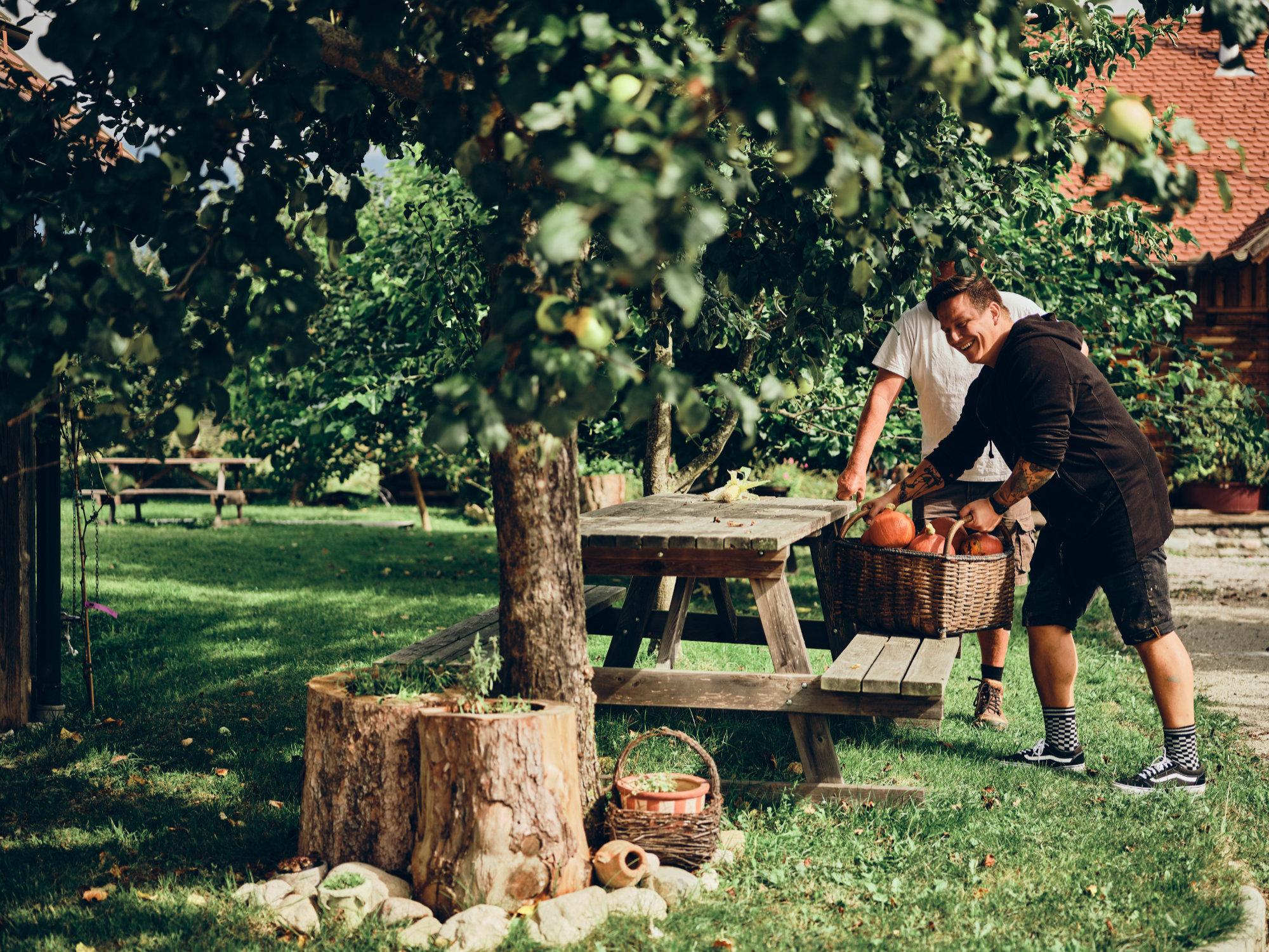 Jorg Zupan na vrtu